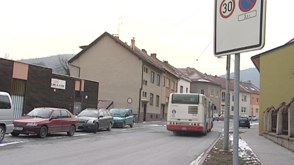 V Jundrově je omezena rychlost na 30 km/h