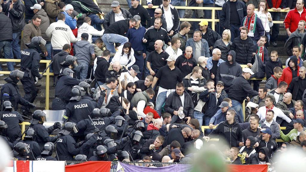 Násilí na stadionech