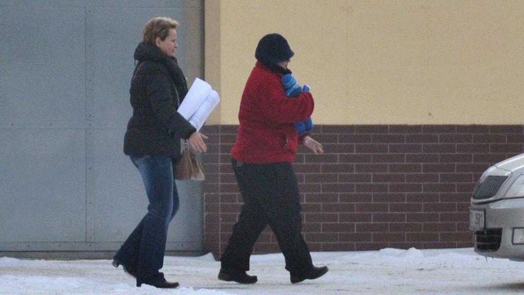 Barbora Škrlová odchází z vězení ve Světlé nad Sázavou