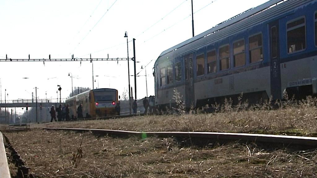 V Pardubicích se setkaly na jedné koleji dva vlaky