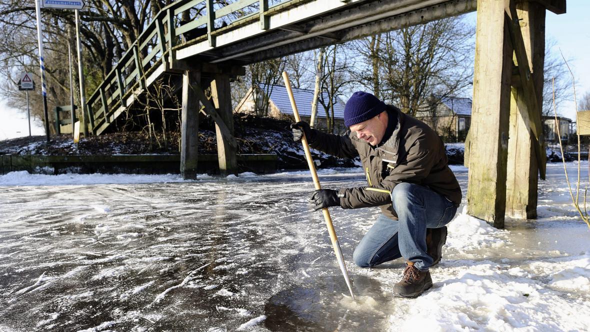 Kontrola tloušťky ledu