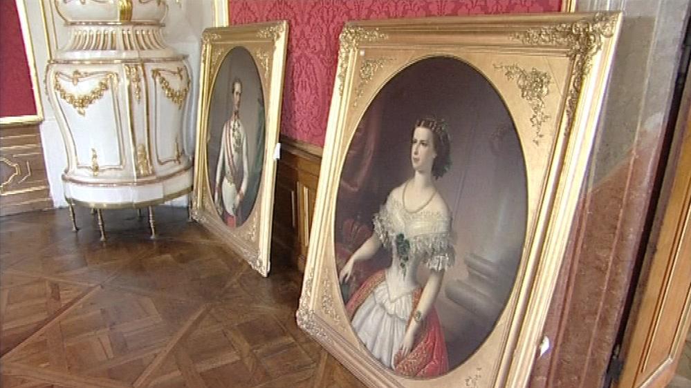Na stěnu se vrátí i původní obrazy