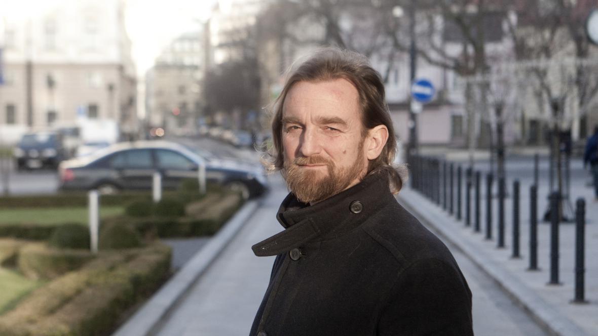 Novinář Tom Nicholson