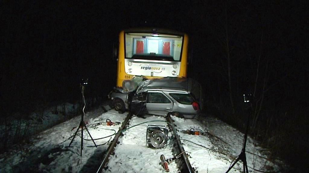 Srážka vlaku s automobilem na Jičínsku