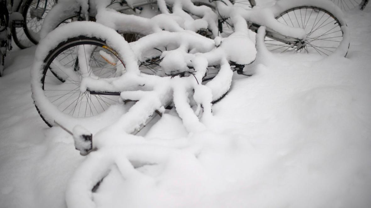 Zasněžená jízdní kola ve Švýcarsku