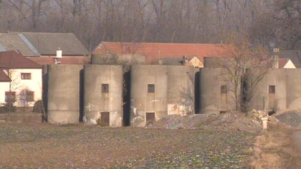 Lysovice trápí staré silážní věže