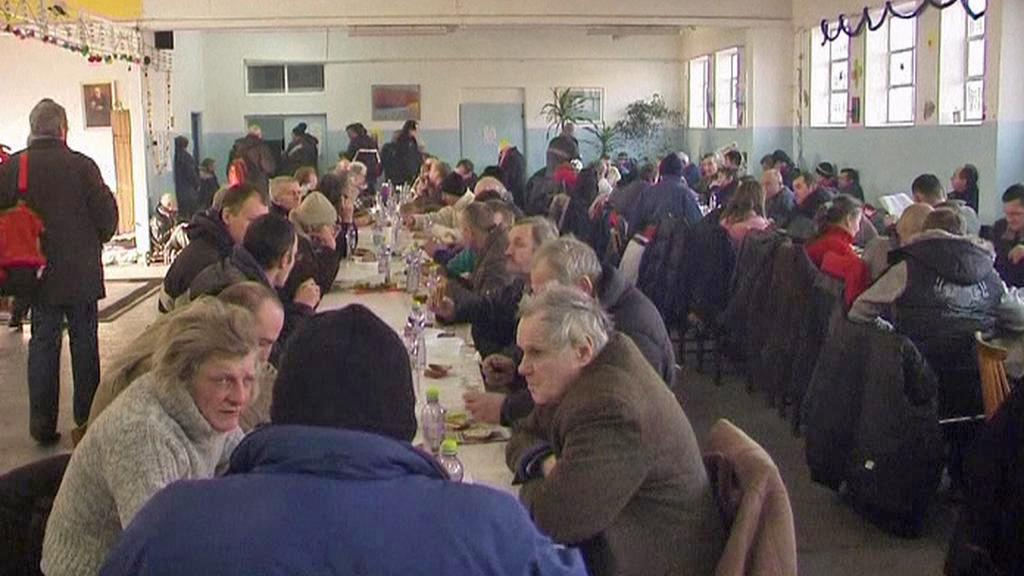 Polští bezdomovci hledají před mrazem ochranu v ubytovnách