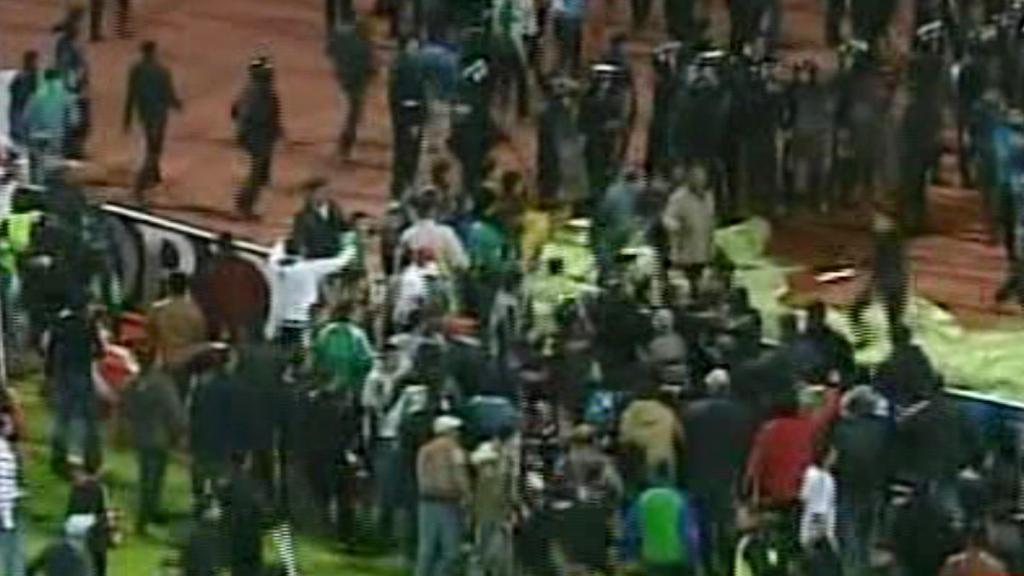 Řádění fanoušků na stadionu v Port Saídu