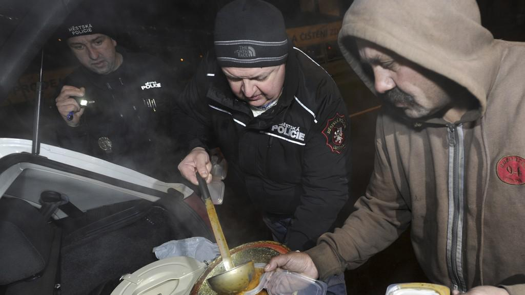 Ledovým počasím trpí zejména bezdomovci