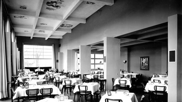 Mánes / původní interiér francouzské restaurace (1930)