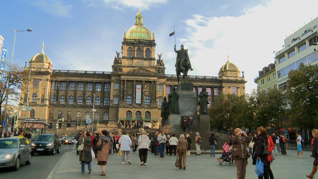 Myslbekův pomník svatého Václava s Národním muzeem v pozadí