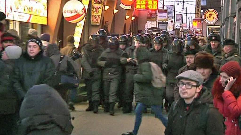 Moskevská policie zasahuje proti demonstrantům