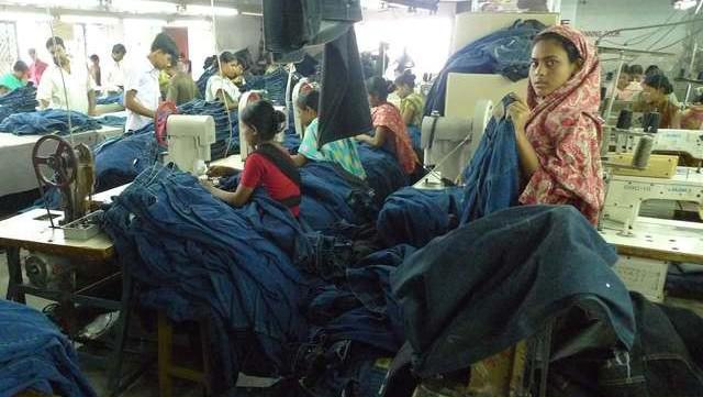 Továrna na oděvy v Bangladéši