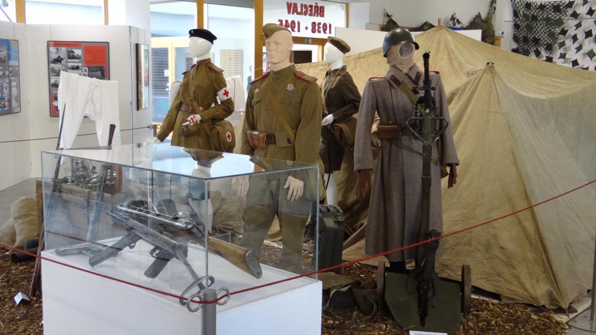 """Výstava """"Břeclav 1938 až 1945 – město pod hákovým křížem"""""""
