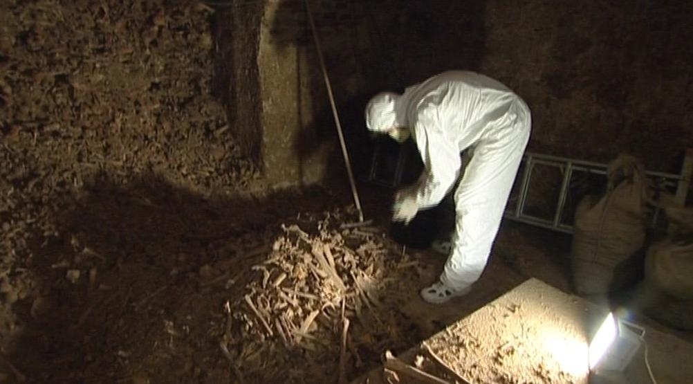 Odborný převoz kosterního materiálu do katakomb na Kraví horu