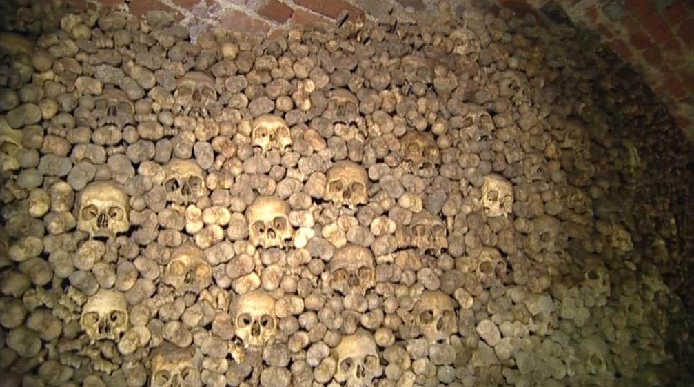 Kosterní pozůstatky v kostnici pod svatým Jakubem