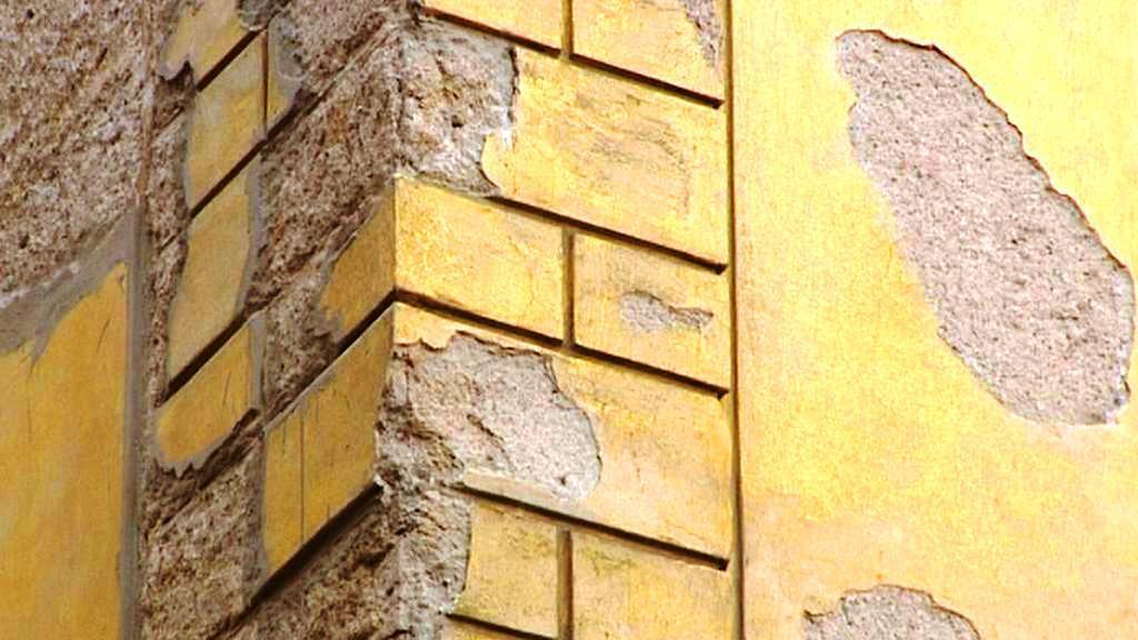 Dezolátní fasáda