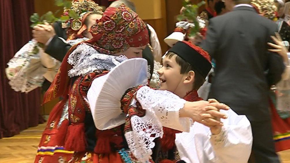 Mladý král se před plesem učil tancovat
