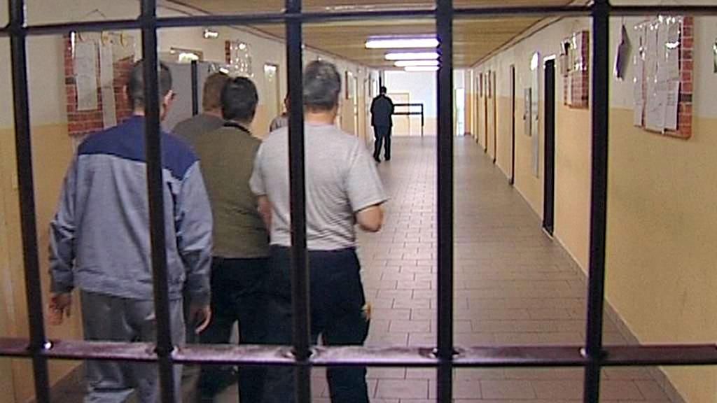 Vězni za mřížemi