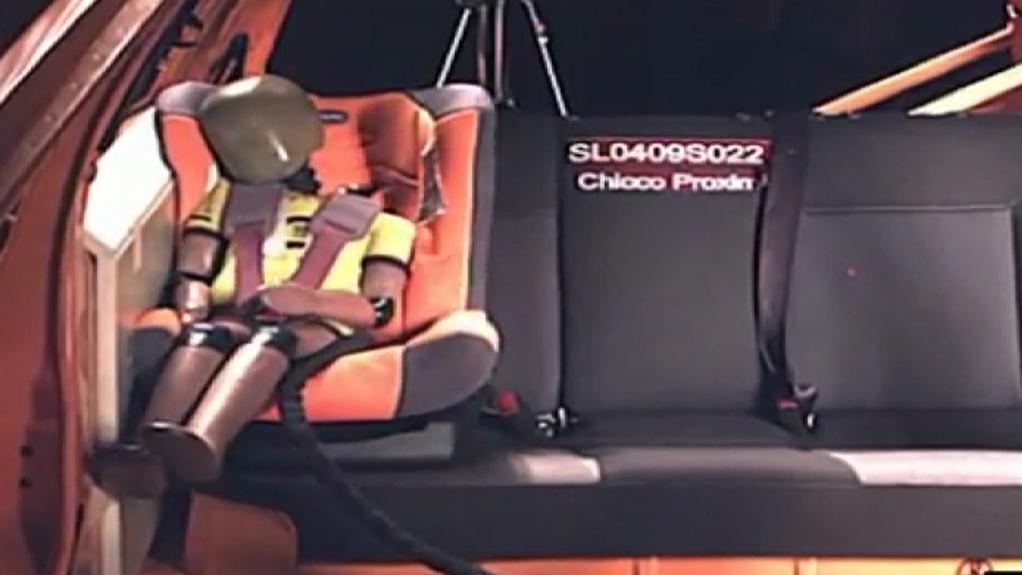 Crashtest dětské autosedačky