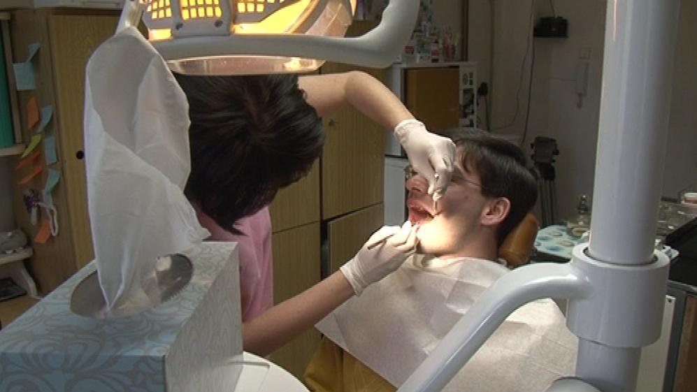 Michal Kincl absolvoval u zubaře 2 prohlídky, lékařka si naúčtovala 7