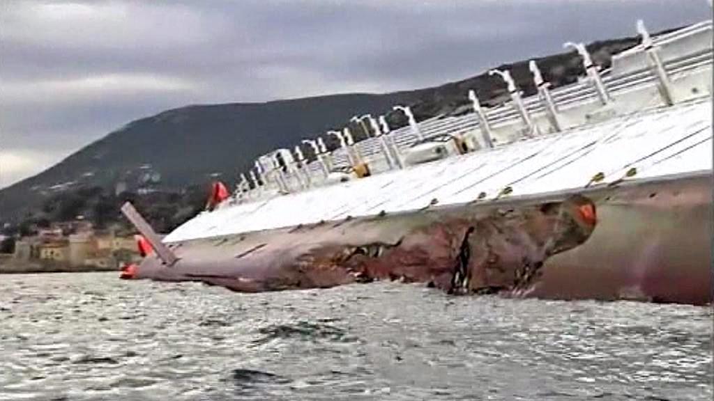 Záchranné práce u lodi Costa Concordia