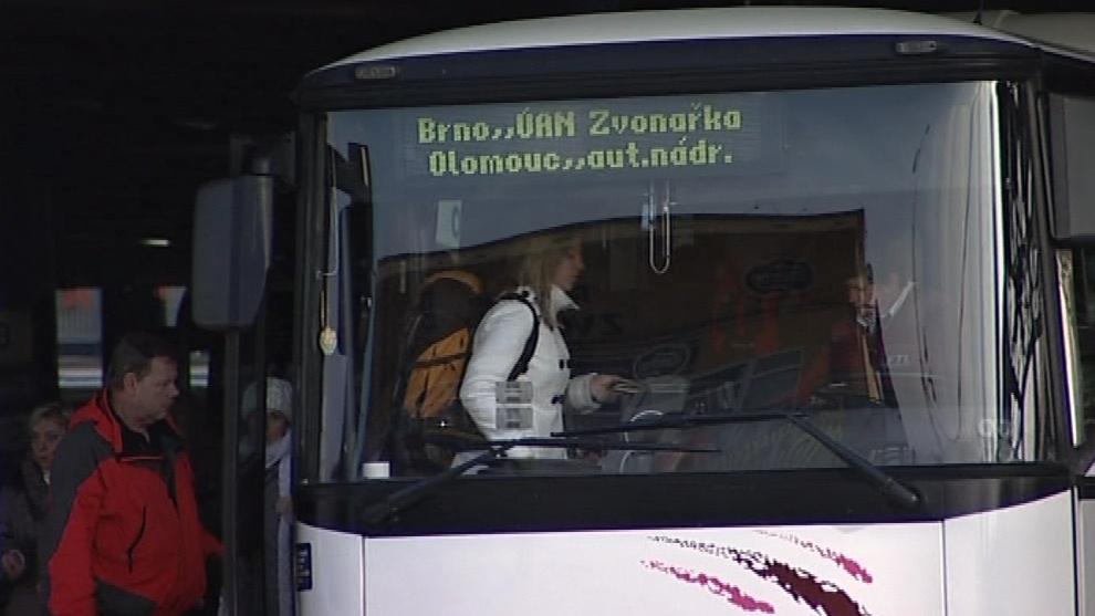 Cestující autobusem