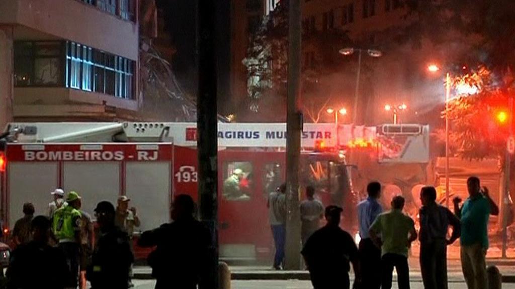 V centru Ria se zřítily budovy