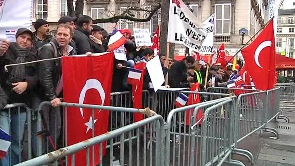 Turci ve Francii protestují proti přijetí zákona o arménské genocidě