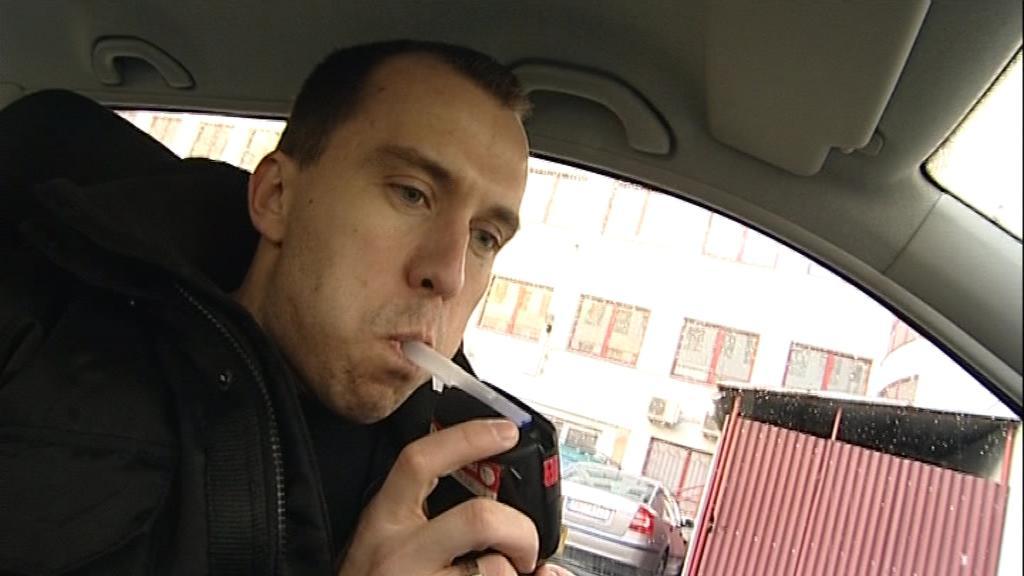 Redaktor ČT Petr Albrecht otestoval, kolik můžete po některých výrobcích nadýchat