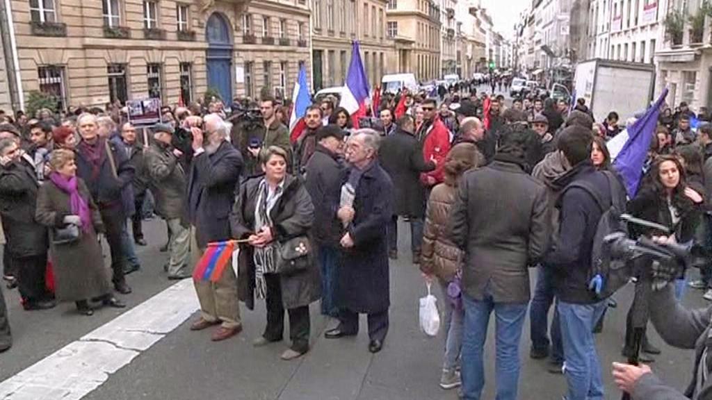 Demonstrace před francouzským Senátem