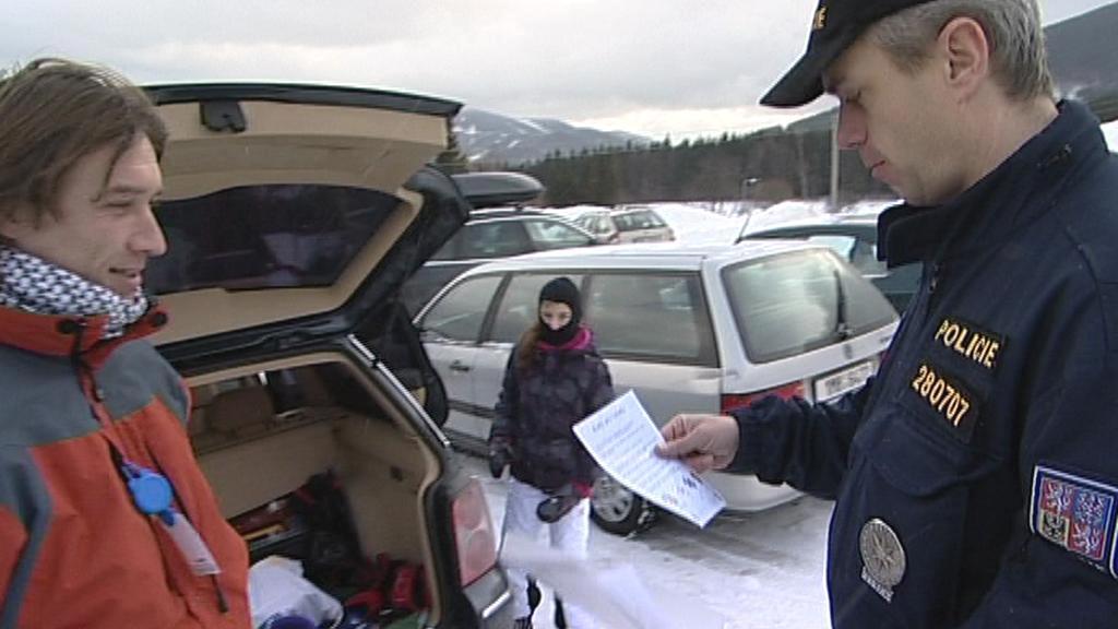 Policie varovala lyžaře před zloději