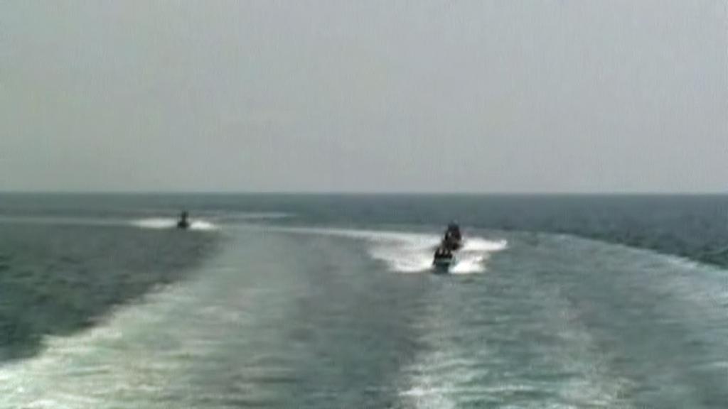 Íránské čluny v Hormuzském průlivu