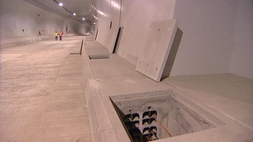 V tunelech se musí položit povrch vozovky