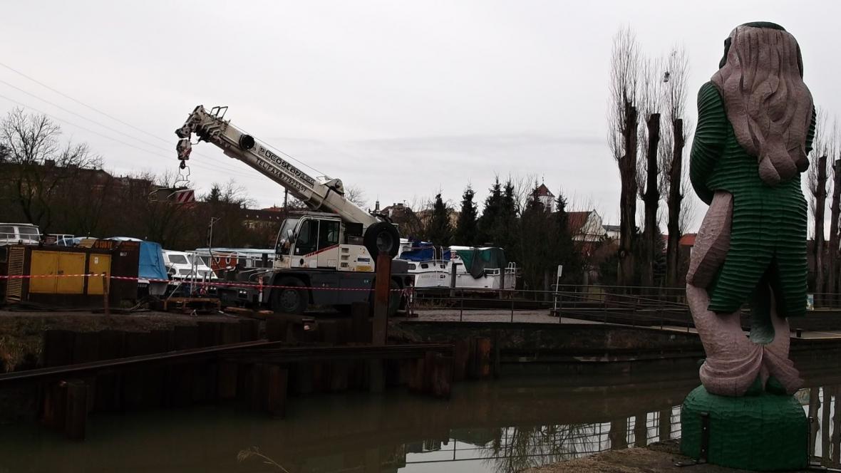 Stroje začaly pracovat na zvětšení přístaviště