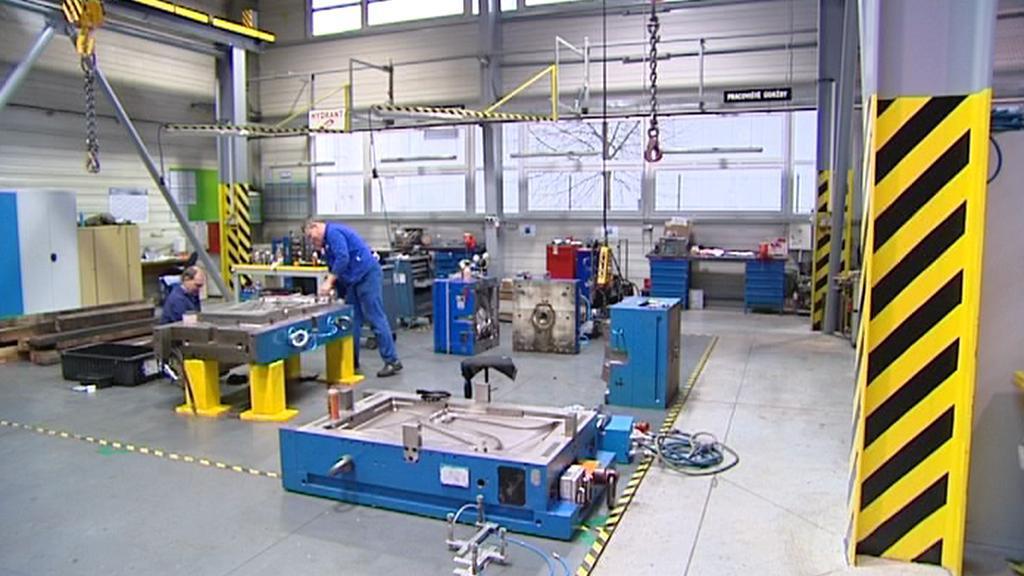 Zaměstnanci v továrně