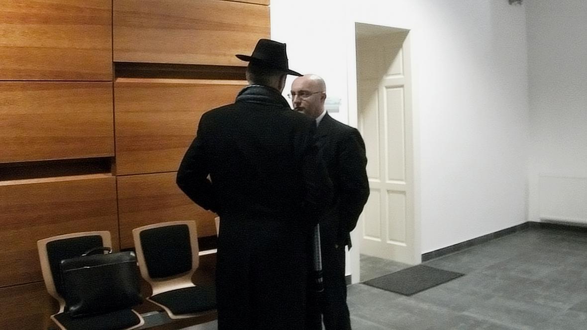Jan Kozák se svým obhájcem Jaroslavem Brožem