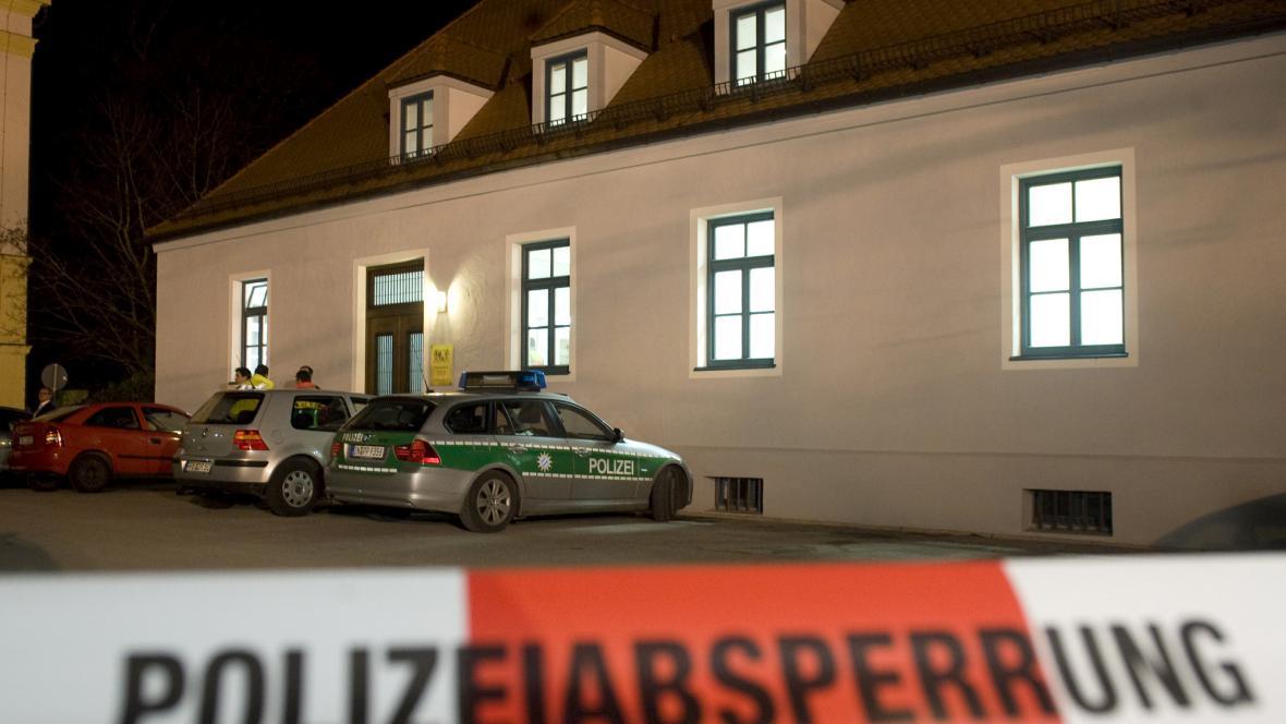 Policjení auta před soudem v Dachau