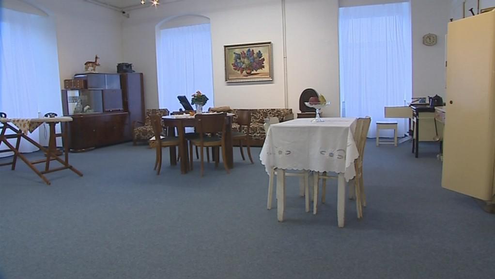 Expozice Bydlení v baťovském Zlíně je dočasně umístěna na zámku
