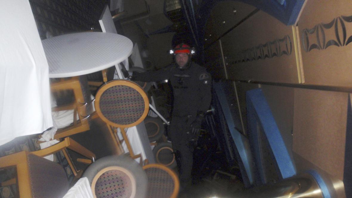 Vnitřek havarované lodi Costa Concordia