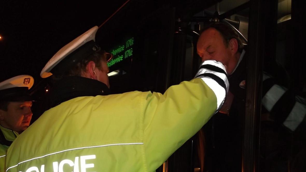 Dýchat museli i řidiči autobusů