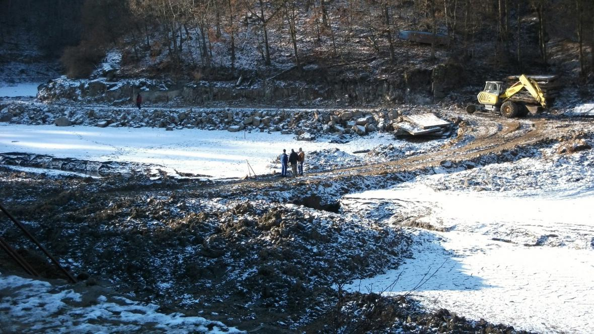 Na jevišovické přehradě začalo bagrování