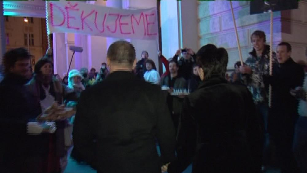 Demonstrace před Plesem v opeře