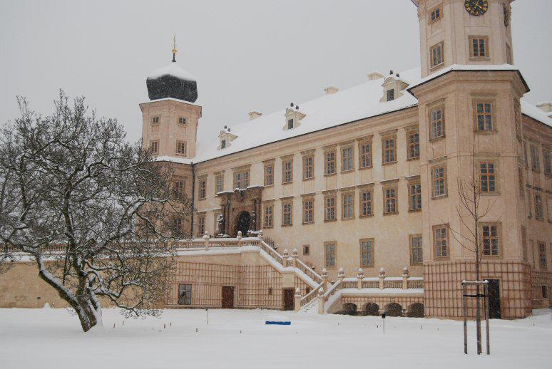 Zámek v Mníšku p. Brdy v zimě