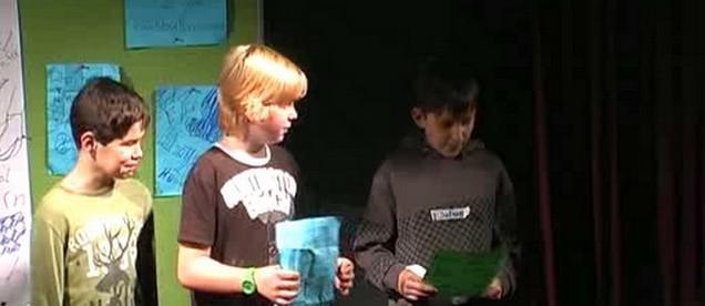 Žáci z Poběžovic při přípravě úkolu