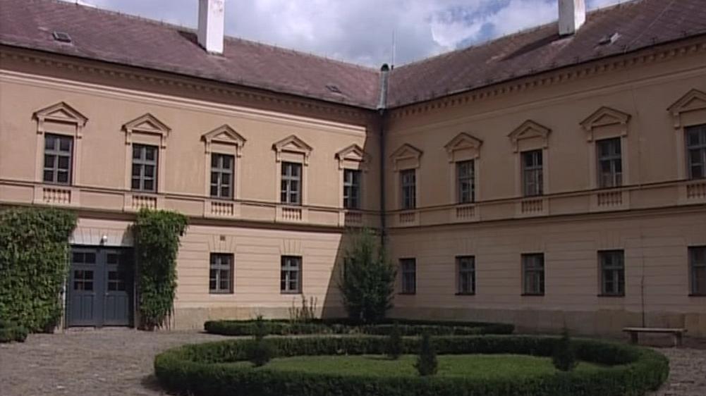 Zámek byl padesát let sídlem internátní školy