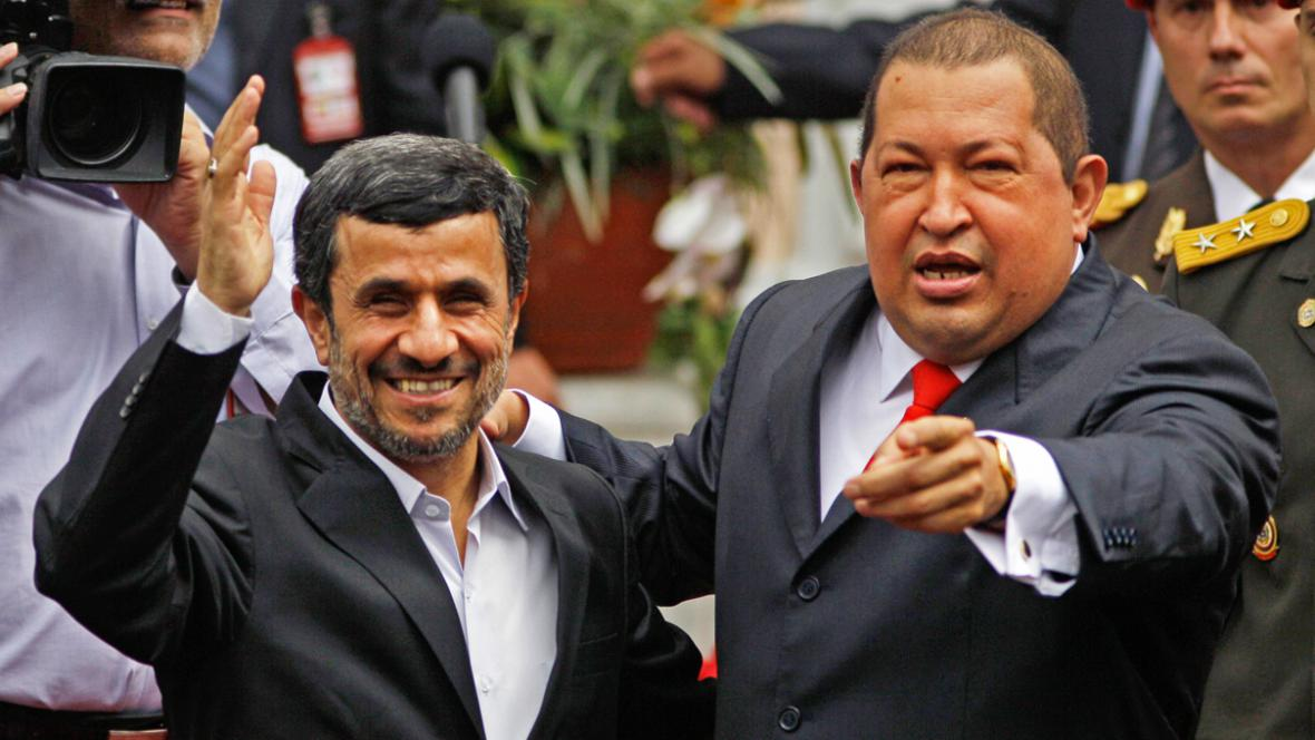 Mahmúd Ahmadínežád a Hugo Chávez