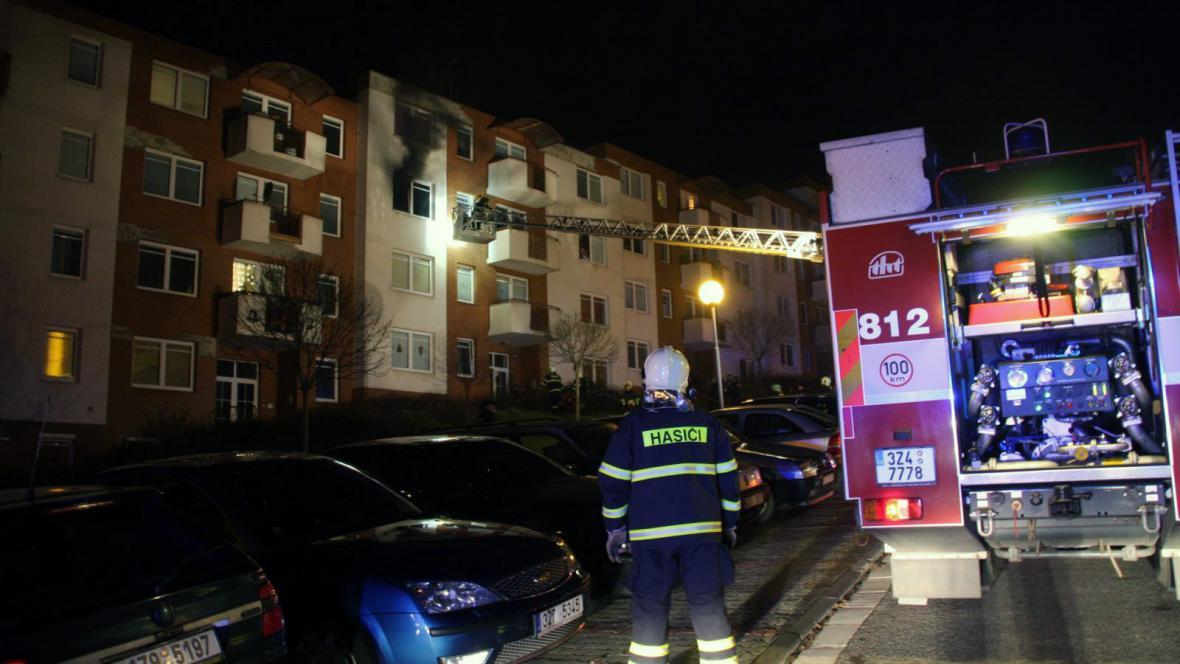 Hasiči likvidovali požár bytu ve Zlíně