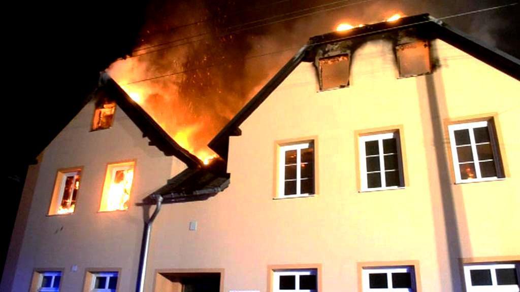 Požár domu pro osoby bez zázemí