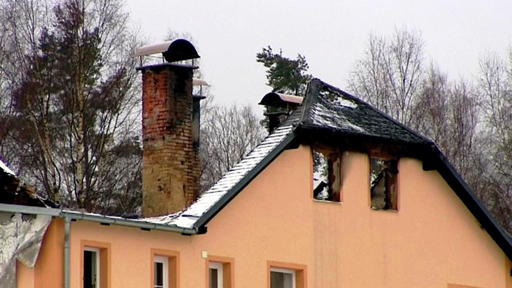 Vypálený dům pro osoby bez zázemí